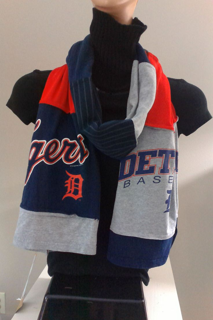 SOLD.     ITEM #DTGRS05: Detroit Tigers baseball scarf. Measures approx.. 84 in long.