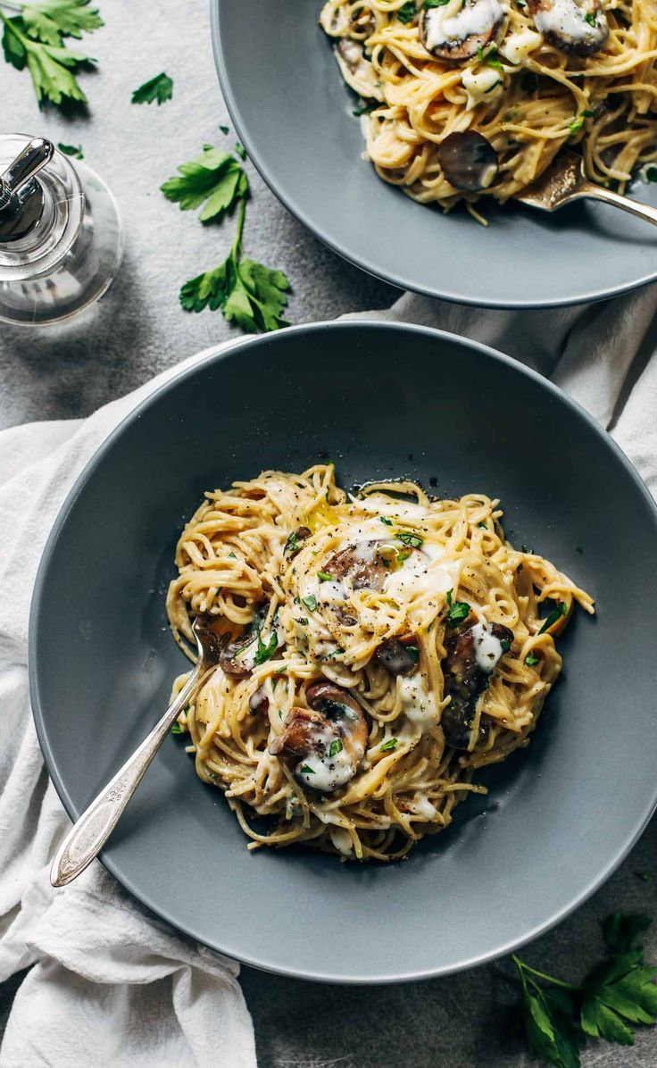 This Creamy Garlic Herb Mushroom Spaghetti is total comfort food! Simple ingredients, ready in about 30 minutes. Vegetarian, 450 calories.