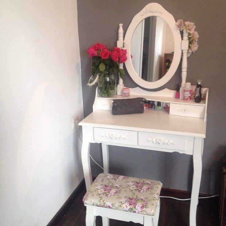 Besonders Beliebt Ist Eine Schminkkommode In Weiß Mit Einem Großen Spiegel.  Hier Findest Du 10 Gute Gründe Für Eine Weiße Schminkkommode Mit Spiegel.