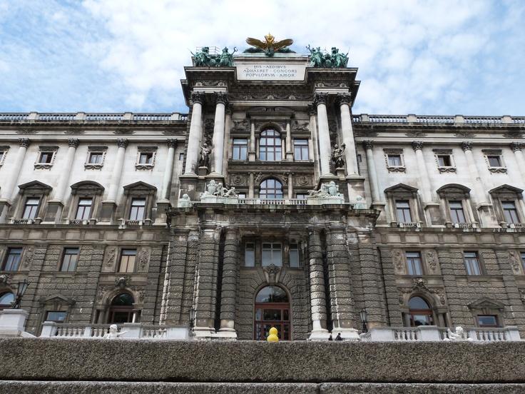 Hab mich nochmal von hinten an die Hofburg rangeschlichen.