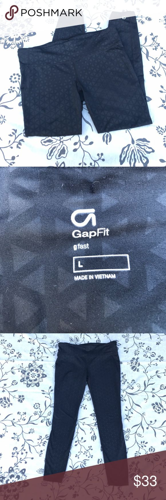 """NWOT Gap Fit Black printed Yoga pant Leggings Sz L I bought these, tore the tags off, put them on for about 20 min and they are just a little too big in the waist for me.  These are in perfect condition.  Nice high, thick waist band. These were hard to get on gap.com, they kept selling out.  Waist measures 16"""" across while lying flat. 26"""" inseam GAP Pants Leggings"""