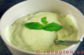 Aioli med lime och mynta - Enkelt recept på en god aioli smaksatt med lime och mynta. Bilder steg för steg.