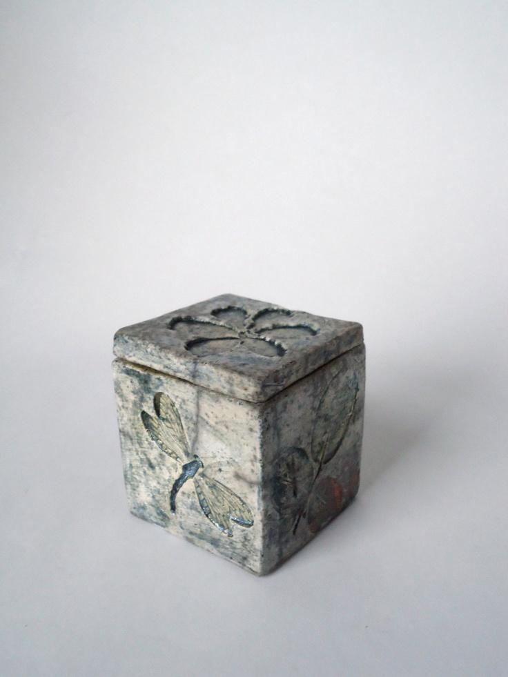 Garden life raku ceramic box by soleyinspired on etsy 1 for Clay pottery designs