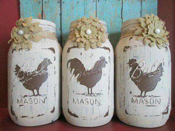 Distressed rooster mason jars