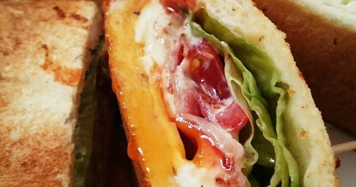 BLTエッグチーズのホットサンド♪ by kuunosuke1 [クックパッド] 簡単おいしいみんなのレシピが234万品