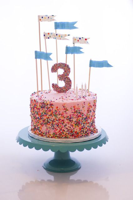What a gorgeous sprinkles cake!!