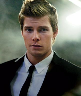 Hunter Parrish aka Silas Botwin on Weeds. LOVE HIM.