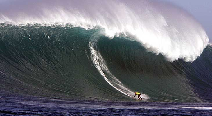 Monster Surf at Streaky Bay off South Australia .