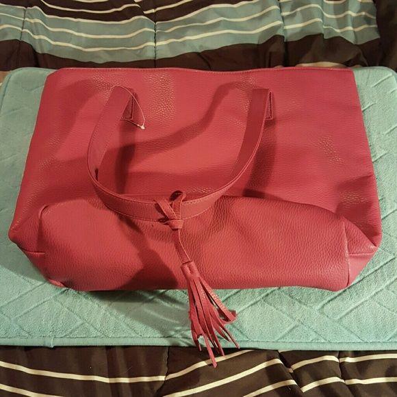 Pink shoulder bag Pink shoulder bag, floral inside and 1 inner pocket. I never used it. na Bags Shoulder Bags