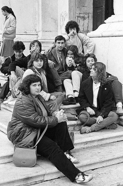 10/1982, via Flickr. Scampoli della 2a B: Giovanni A., Barbara G., Elena G., Franco F...