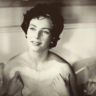 """""""Miroslava Stern en Escuela de Vagabundos  en 1954"""" Mi adorada y admirada Miros en mi película favorita de Pedro Infante ¡Simplemente espectacular! Esa fue la primera película que vi de ella...Yo admiro enormemente su trabajo porque no es sólo una cara bonita, ella fue una actriz muy adelantada a su época, trabajadora, estudiosa y audaz para escoger sus papeles."""