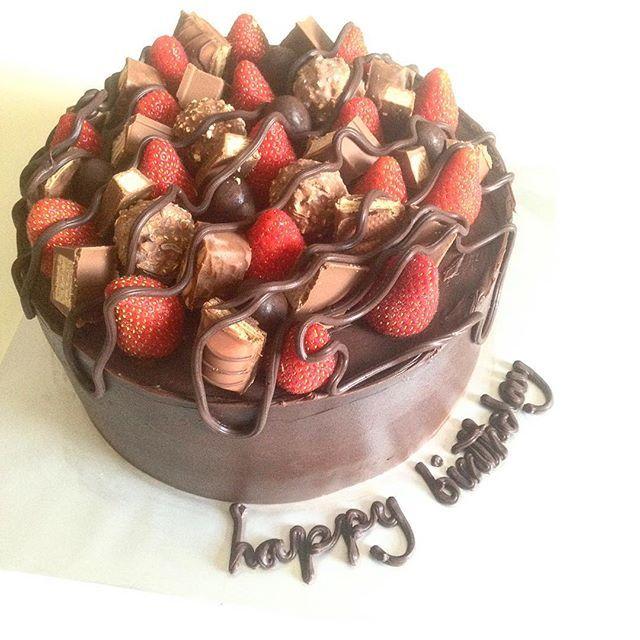 Happy birthday. . #brownies #congobars #kemaman #kerteh  #chukai  #dungun #kuantan #paka #igersmalaya #instafamous #instagood #instafood #herooven #tv3 #instalike #like #share #viral #foodie #foodporn #food #pakarmanisanjejakaidaman #delicious #sayajualkek #picoftheday  #sayajual #jamsdessert  Yummery - best recipes. Follow Us! #foodporn