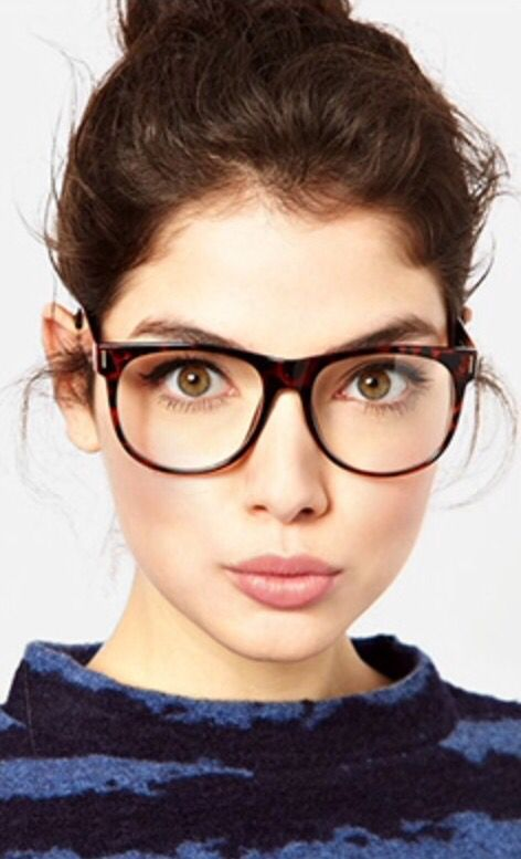 8c96b367b5963 Meninas Com Óculos, Óculos Gigantes, Design De Moda, Óculos Ray Ban, Roupas  Estilosas, Cores Quentes, Meu Estilo, Frames Bonitos Dos Vidros, Lentes