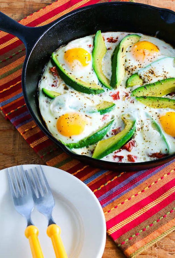 Baked Eggs Skillet With Avocado and Spicy Tomatoes | 21 Filling Low-Carb Recipes With No Meat