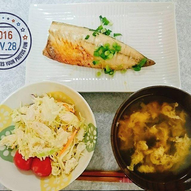2016/11/28 18:00:57 hachu_kinoko 本日の晩御飯! ❀かき玉汁 ❀焼き鯖 ❀チキンサラダ  タンパク質と良質な脂質がたくさんなメニュー◎ 写真には無いけど、ご飯も少し食べます٩(๑´ω`๑)۶ チキンサラダはカレーマヨで味付け♪  いただきます!  #晩御飯 #夕ご飯 #手作り #健康 #鯖 #タンパク質 #低糖質 #糖質オフ  #健康
