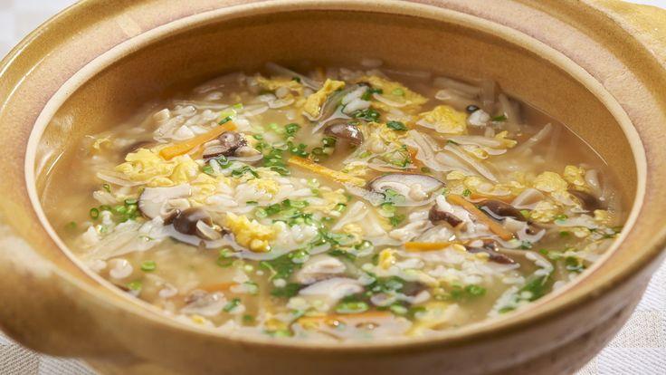 """""""Kinoko-zosui"""" (sopa de arroz con hongos)"""
