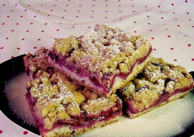 Slivkový koláč s maslom