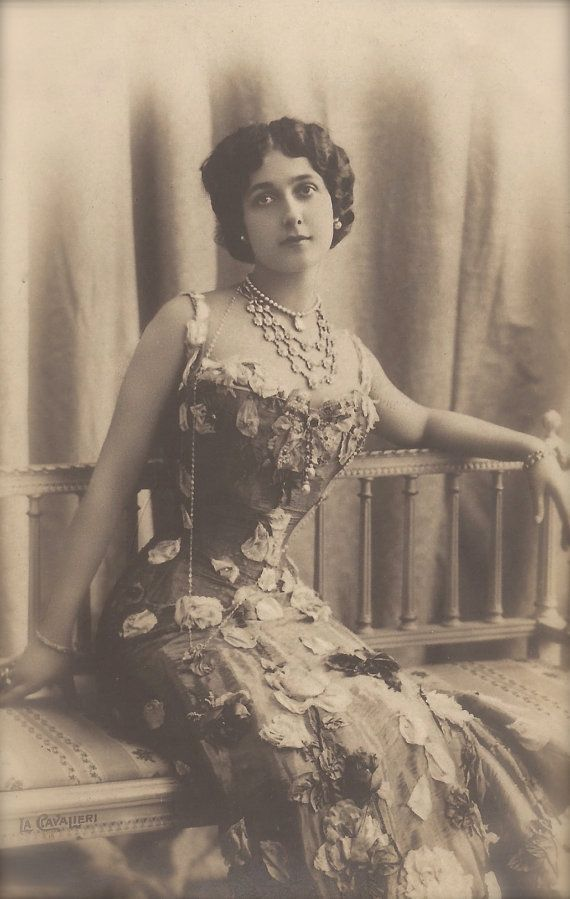 "Lina Cavalieri, ""World's most Beautiful Woman"" Famous Belle Epoque Italian Opera Star Glamour Imperial Russian 1900s Rare Original Postcard"