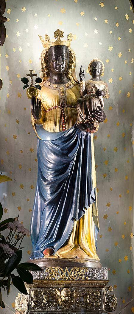 La Madonna di Oropa (La Madonna Nera)  Gioielli ordinati dda corte Sabauda a Juvarra   Piemonte