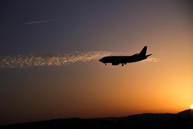 Landing Lufthansa at Sunset by Mark Eichmann, via Flickr