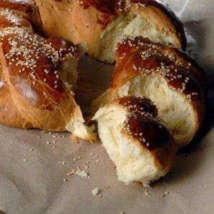 Τσουρέκι πολίτικο με μαστίχα - sweet bread with mastixa