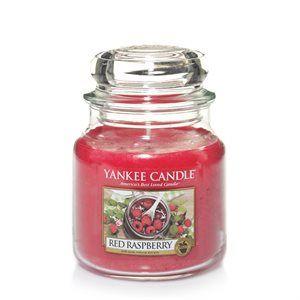 Red Raspberry Syrligt söt och full av naturens godhet. Det finns inget riktigt lika läskande som mogna, rosiga röda hallon. Alltid ett välkommet tillskott när de är i säsong. Njut av denna friska doft , med bara en antydan av sötma, när som helst på året.  #YankeeCandle #RedRaspberry #Frukt