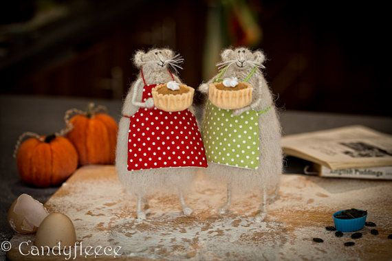 Pumpkin Pie Rat/Mouse-Knitted Animal-Fall Decor-Harvest-Thanksgiving-Autumn Home Decoration-Halloween-Baking Rat in Apron-Fun Soft Toy-UK
