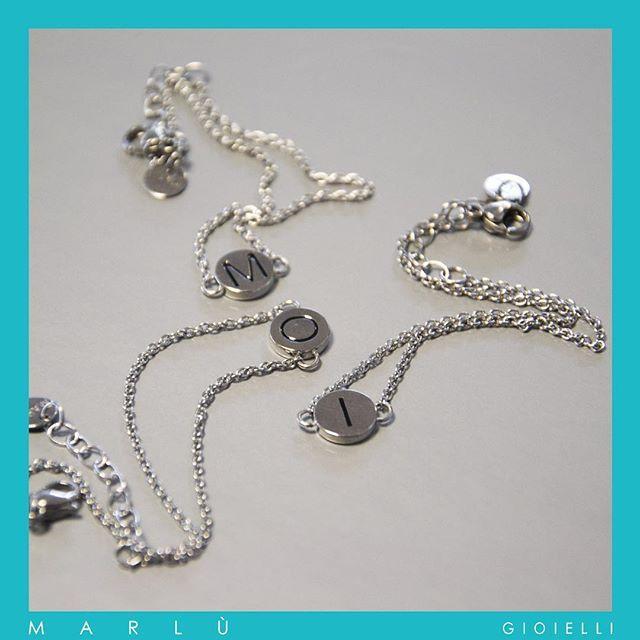 Bracciali in acciaio con iniziali in PVD nero della collezione #OuiCestMoi. Steel bracelet with black PVD initial. #OuiCestMoi Collection by Marlù Gioielli