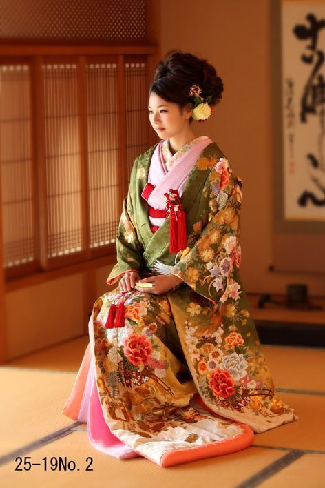 古き良き日本の伝統♡あなたの好きな色打掛はどれかしら♡にて紹介している画像