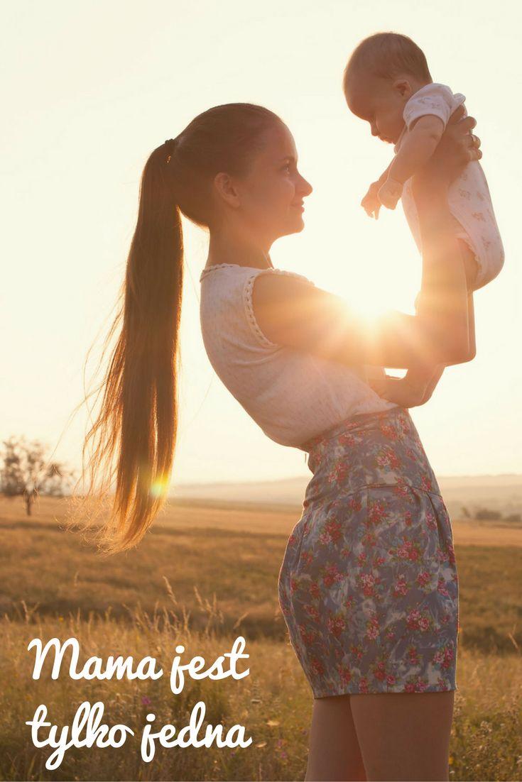 Ojciec, rodzeństwo, babcia, przyrodni rodzice... ci ludzie mogą być bardzo ważnymi osobami w życiu dziecka, jednak kluczowa zawsze pozostanie więź z matką – i to nie tylko pod względem emocjonalnym, ale również biologicznym.