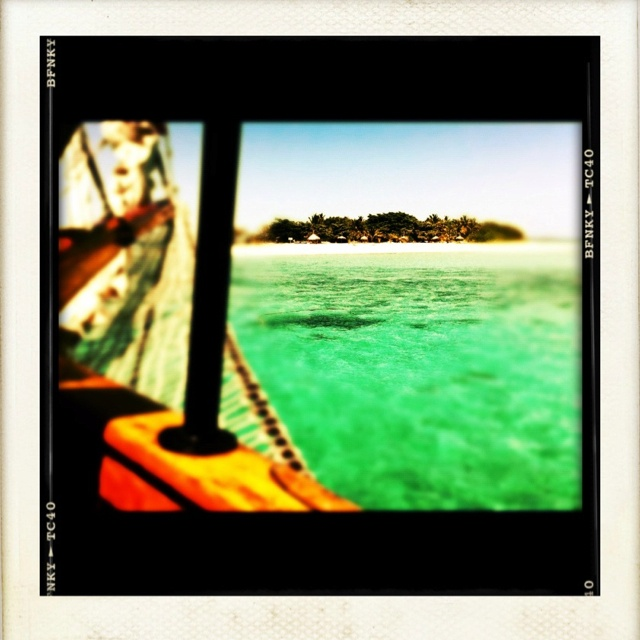 Sailing to Mystery Island, Fiji on a dreamy summer morning. I could get a little shipwrecked..