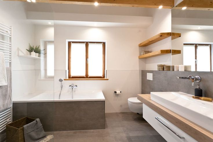 Schickes badezimmer mit viel holz : badezimmer von banovo gmbh
