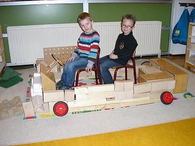 Begeleide of zelfstandige activiteit - Postwagen bouwen!