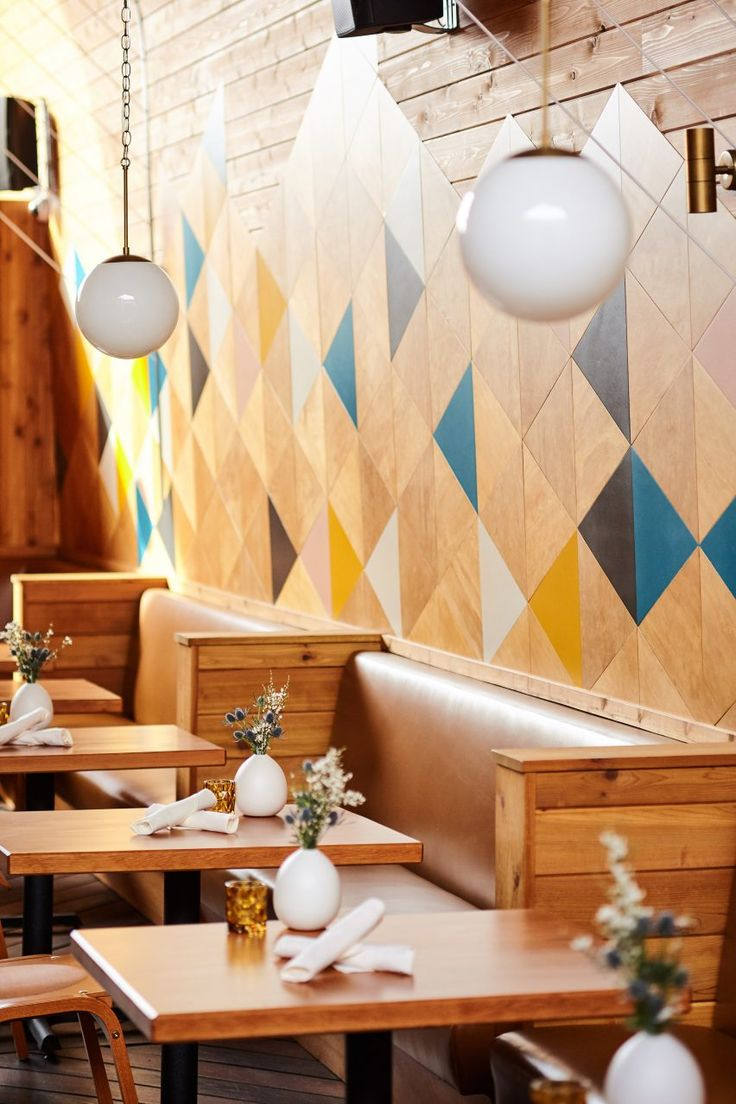 Called Madison, the contemporary restaurant is located in the University Heights district in San Diego, a coastal city in Southern California. The 3,000-square-foot (279-square-metre) space formerly housed a nightclub.