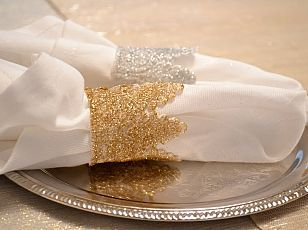 DIY Glitter Lace Napkin Rings. Would be super pretty for a Christmas table.