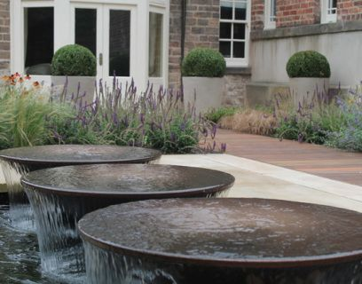 An extremely elegant and stylish addition to a new or existing water feature, providing the relaxing sound of running water. This 800mm bowl water feature looks fantastic when placed in a courtyard garden or when set into a still pool. Requires a perfectly level base on which to be placed. Bowls are powder coated in antique copper colour as standard (as shown) and are pre-galvanised for extra durability. Other RAL colours are available, please enquire. The bowls are mounted on galvanised...