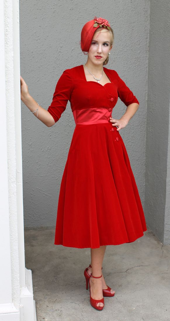 This is actually a new pattern, but with a 1950s sweetheart neckline and flared skirt. Womens Sewing Patterns | Sew Chic LN1517 London Dress Pattern