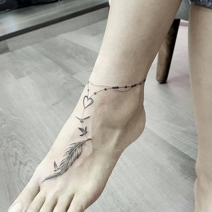 """832 curtidas, 3 comentários – (@minimaltatts) no Instagram: """"Tattoo artist by @jeffchewtattoo #tattoos #tattooed #tattoo #tattu #tattooart"""