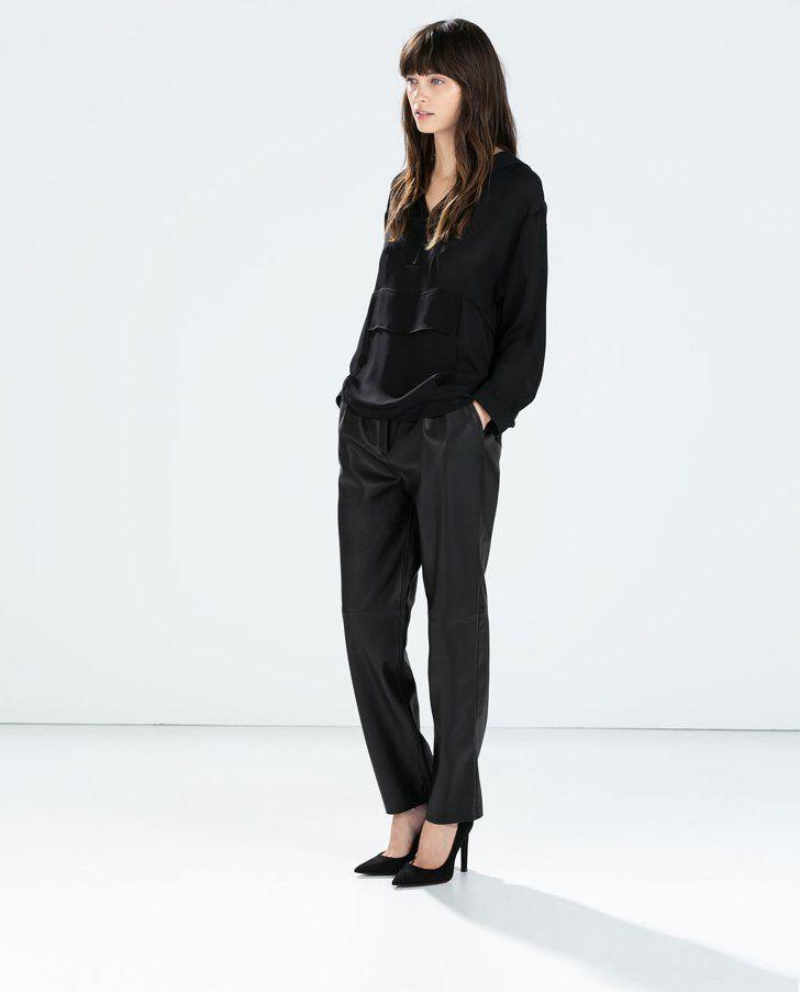 Pin for Later: 12 Must-haves von denen niemand glauben wird, dass sie von Zara stammen Zara Kunstlederhose Zara lässige Hose aus Kunstleder (€39,95)
