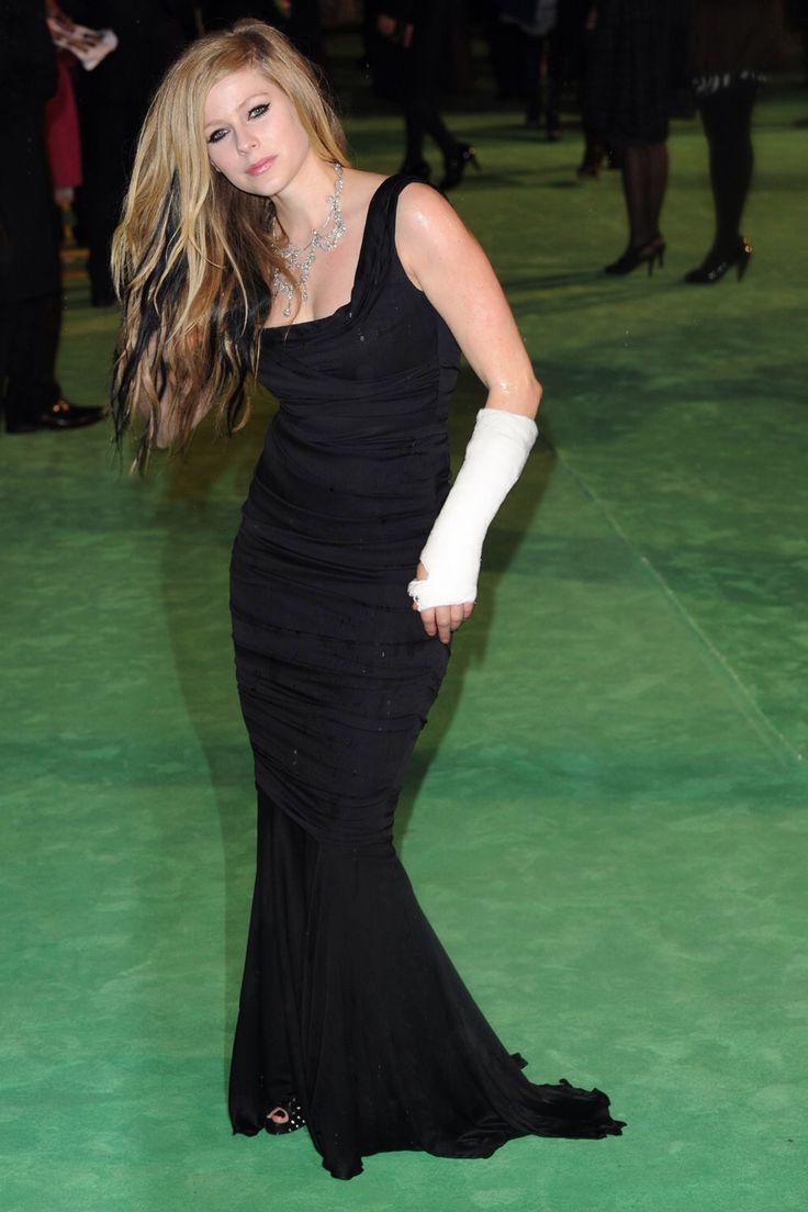 Avril Lavigne Arm Cast Celebrities In Casts Pinterest