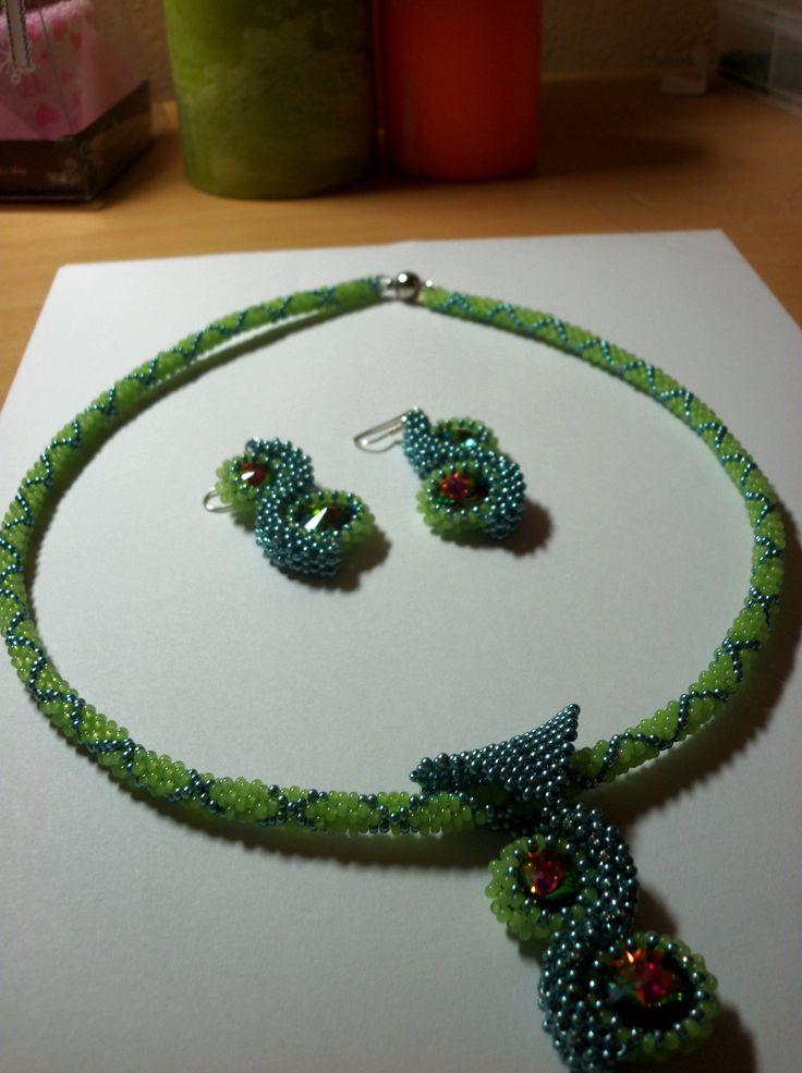 Zelená sada - náušnice, náhrdelník (peyot, raw)  ->earring, necklace<-