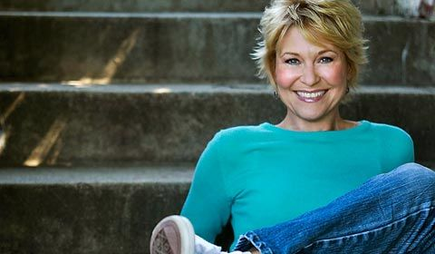 Popular horror actress Dee Wallace has been cast as GH's Pat Spencer.