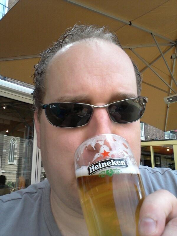 Genieten van een biertje bij fred en douwe