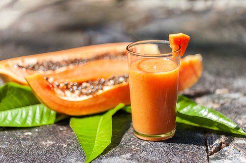 Desinflama tu vientre y limpia el colon con este batido de papaya y avena - Mejor con Salud | mejorconsalud.com