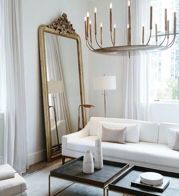 Idée déco : miroir + lustre .