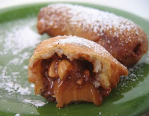 Le snickers frit est une expérience à faire une fois dans sa vie, plus pour le fun que pour le goût. Voici cette recette décadente !