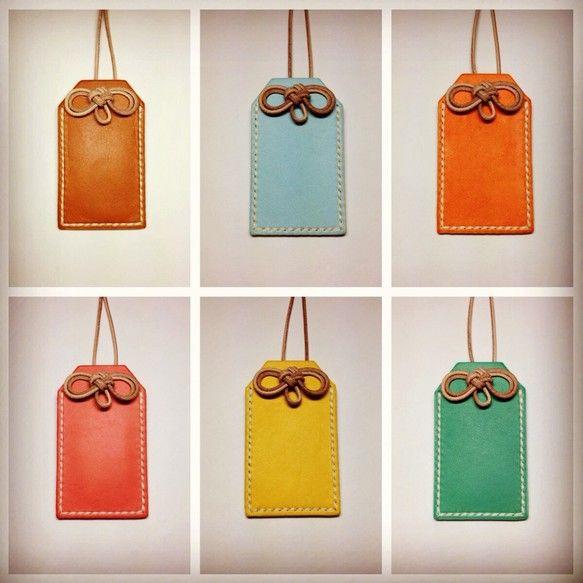 『お守り』のような 革小物 です!色は6色。茶。水色。オレンジ。ピンク。黄。ターコイズ。袋状になっていますのでメッセージや手紙を入れてプレゼントしたり、指輪な...|ハンドメイド、手作り、手仕事品の通販・販売・購入ならCreema。