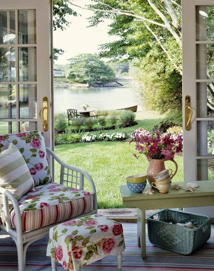 Vara romantica cu un peisaj de poveste... Va asteptam cu produsele din colectia ROMANTIC ROSES: http://www.casa-alessia.ro/momente-speciale