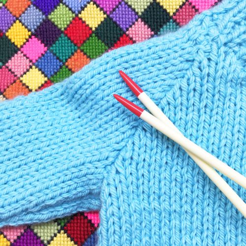 "Learn Knitting Finishing Techniques with Clare Davies - author of ""Learn to Knit"" at The Gilliangladrag Fluff-a-torium in Dorking"