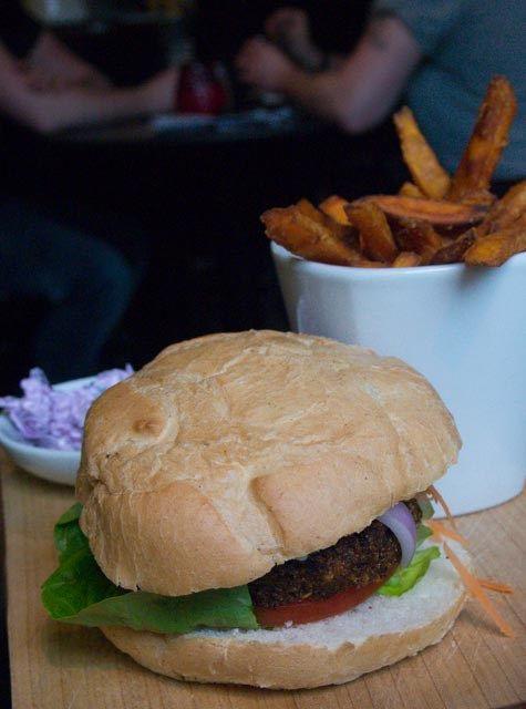 Edinburgh und seine Pubs - Burger, Bier & Schottenröcke (2)